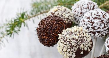 Festive Chocolate Coated Spicy Ginger Cake Pops