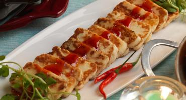 Grilled Halloumi Cheese With Chilli Sauce