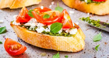 Crostini with tomatoes and cheese