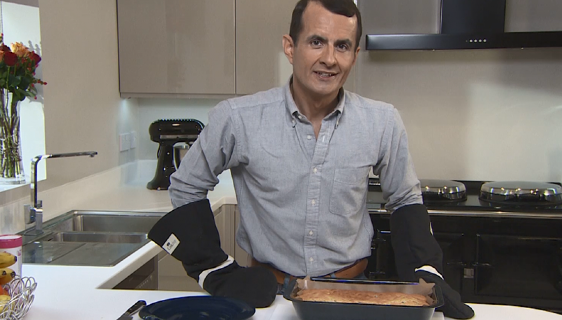 Cooking a Traybake cake in the AGA